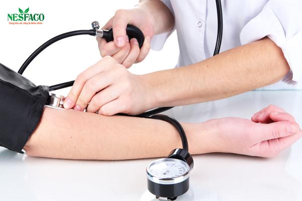 Kiểm tra huyết áp sau khi sử dụng cà phê – cao huyết áp uống cà phê