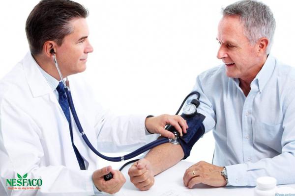 Cần ngồi đúng tư thế khi đo huyết áp đúng